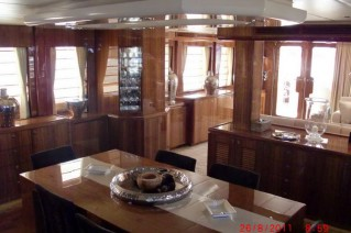 Salon on board Drettmann Bandido 90 yacht.png